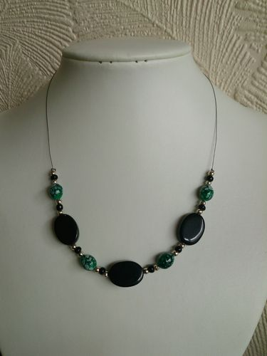 Black and Green Invisible Wire Necklace