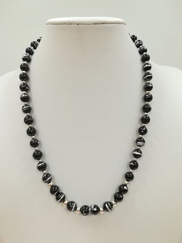 Black Drawbench Glass Necklace